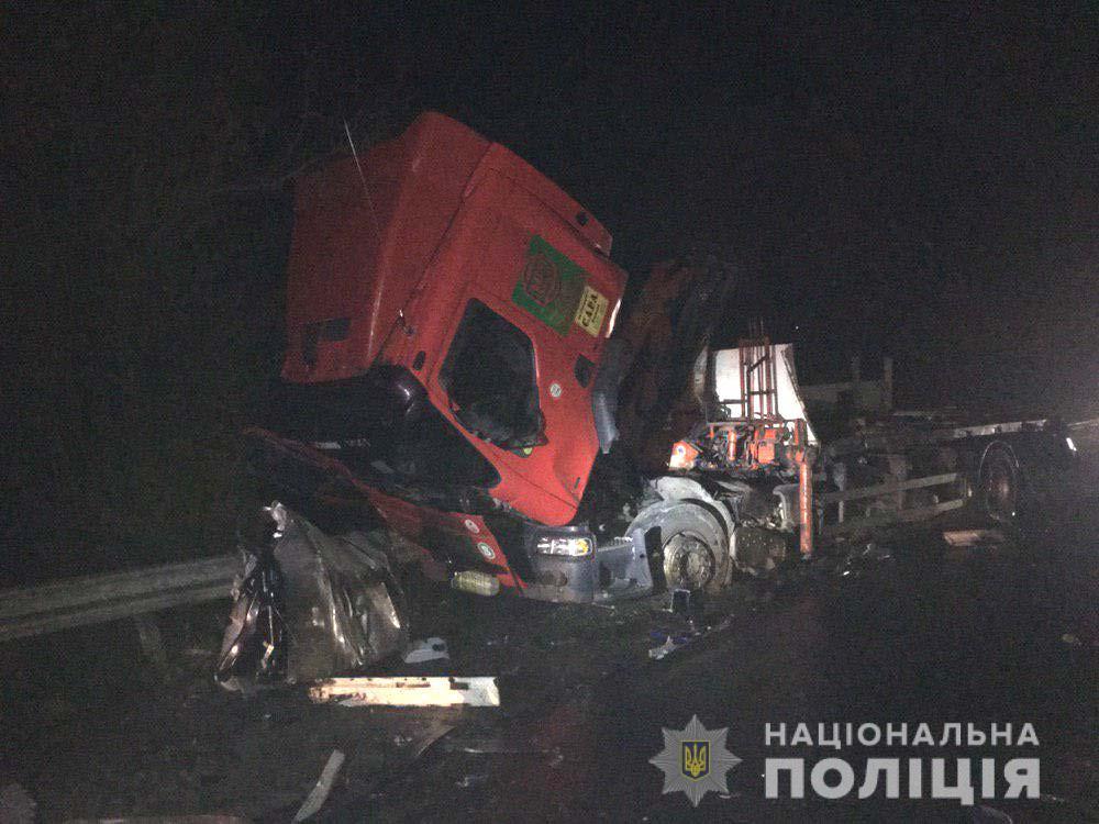 На Рівненщині ДТП за участю двох вантажівок: троє постраждалих