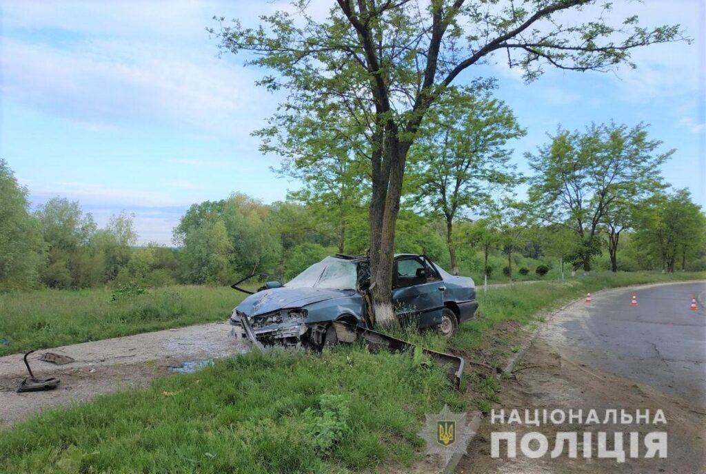 В'їхав у дерево: у ДТП у Вараші постраждав водій