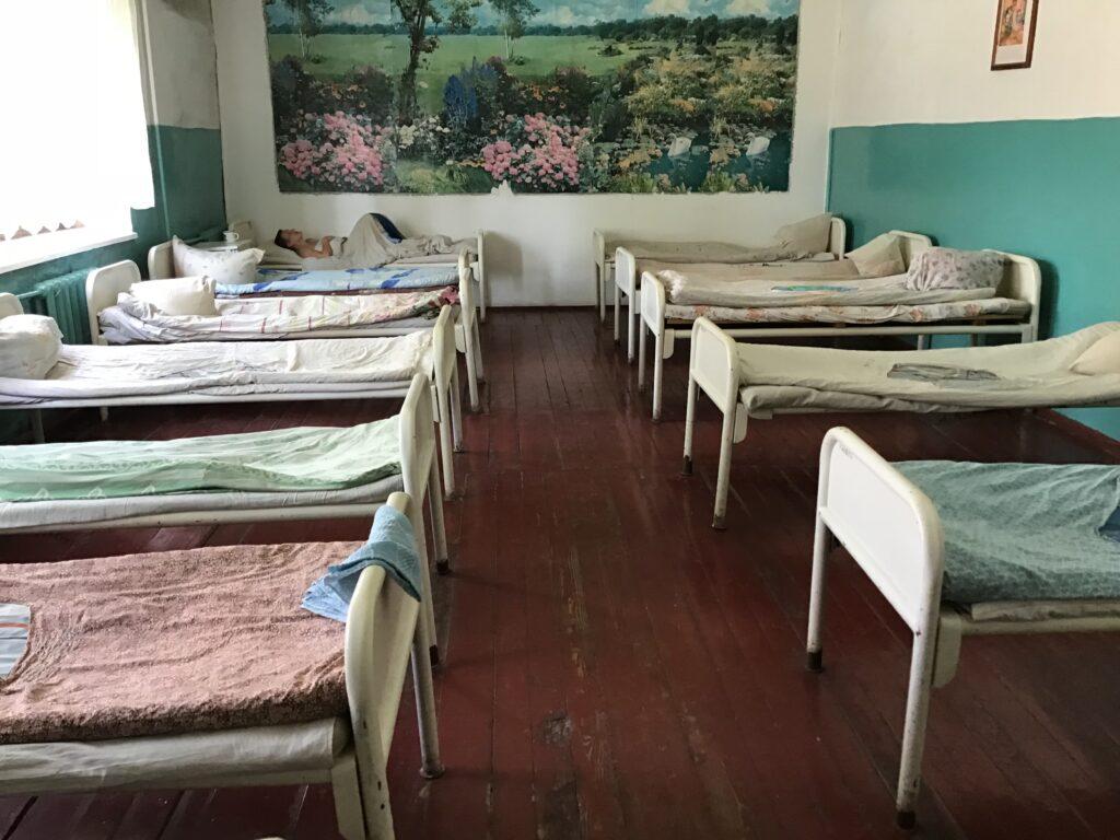 На Рівненщині працівники психіатричної лікарні отримали догани за неналежний догляд за хворими