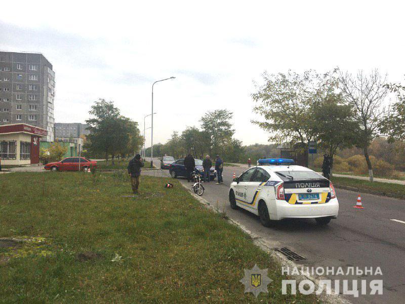 ДТП у Вараші: автівка зіткнулася з мопедом (ФОТО)