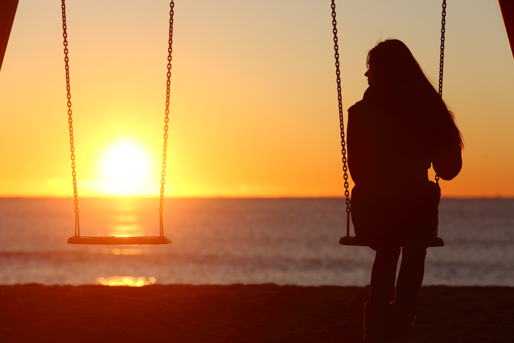 «Бути наодинці» та «бути самотнім»: у чому різниця?