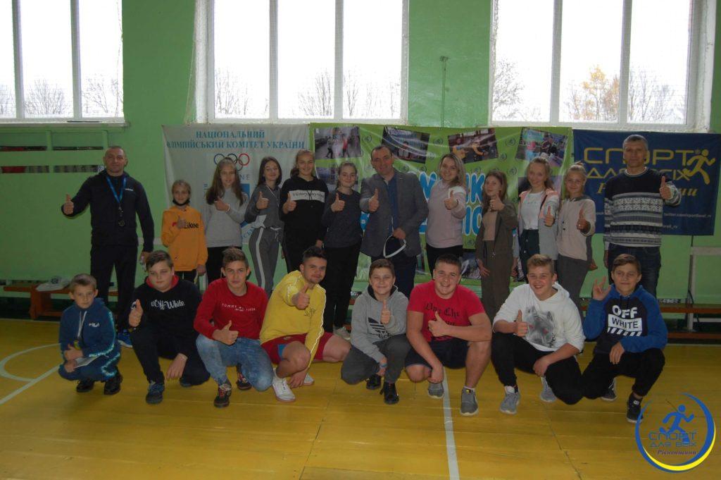 Майстриня спорту України провела розминку для школярів на Рівненщині