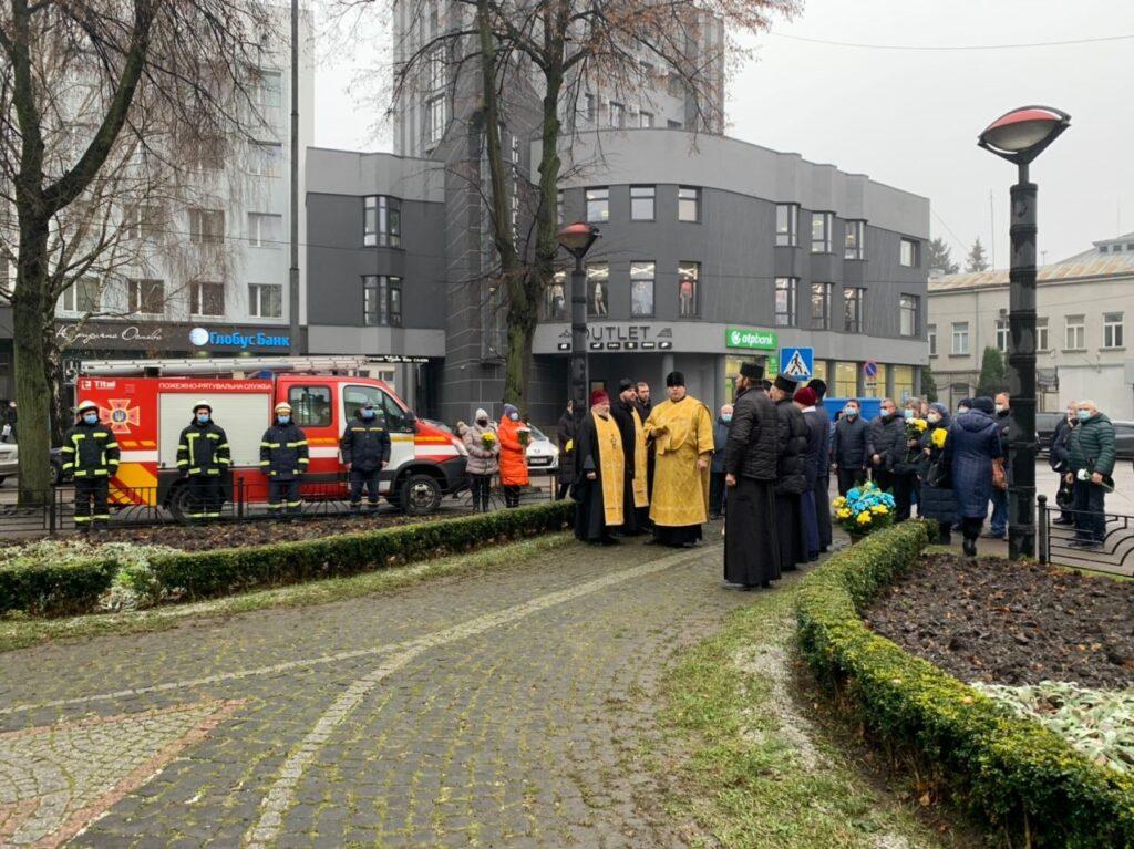 У центрі Рівного помолилися за жертв Чорнобильської катастрофи (ФОТО)