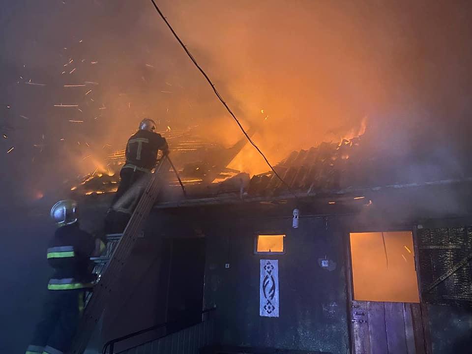 У Рівненському районі вогнеборці врятували від пожежі будинок (ФОТО)