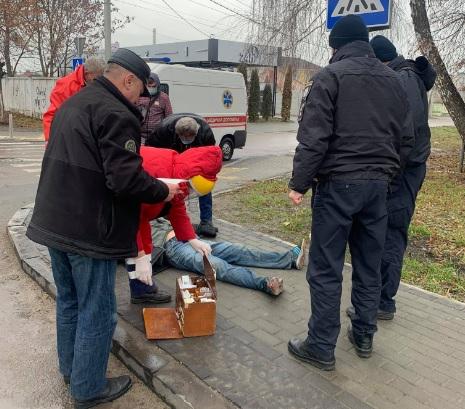 У Здолбунові посеред вулиці помер чоловік
