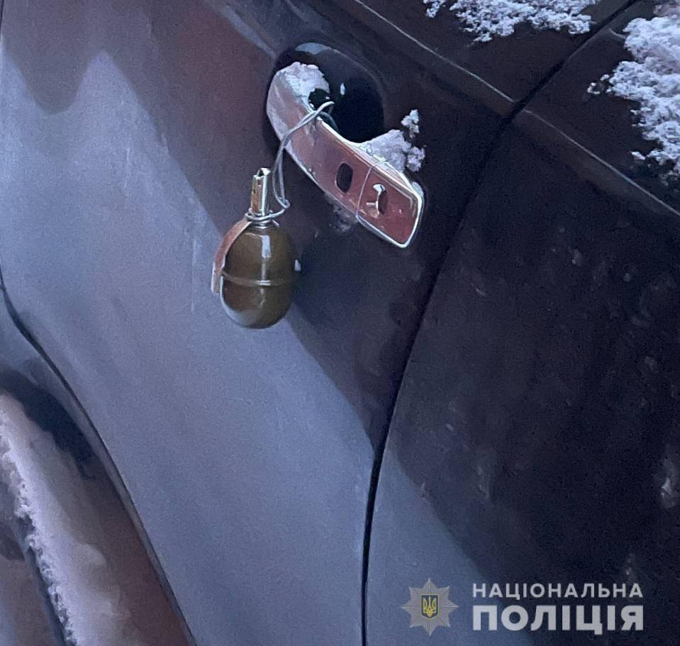 Рівнянці на «Lexus» причепили гранату
