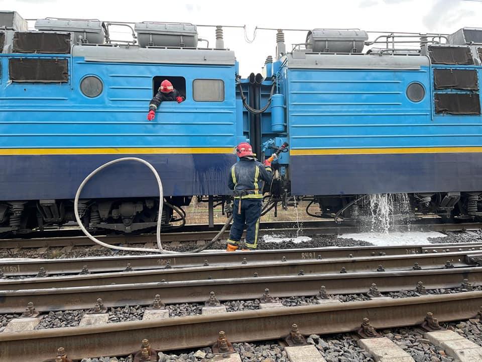У Радивилові загорівся пасажирський потяг: евакуювали більше 200 людей