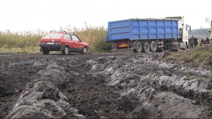 Від орендарів землі Радивилівщини вимагають чистити техніку і не забруднювати дороги
