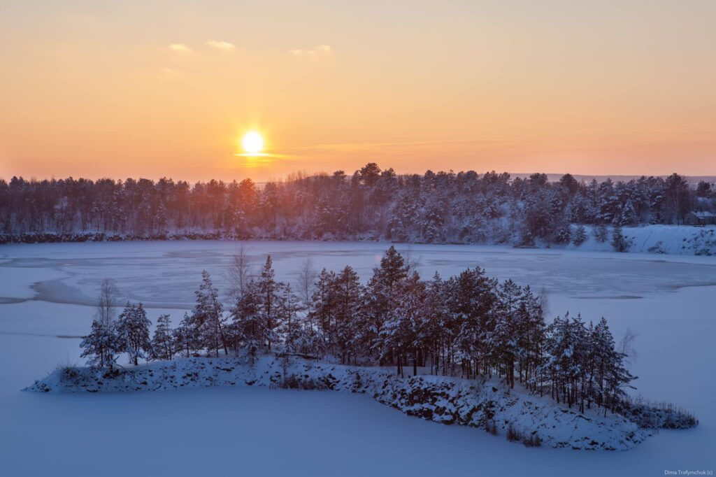Фотограф із Рівненщини показав красу засніжених Базальтових стовпів (ФОТО)