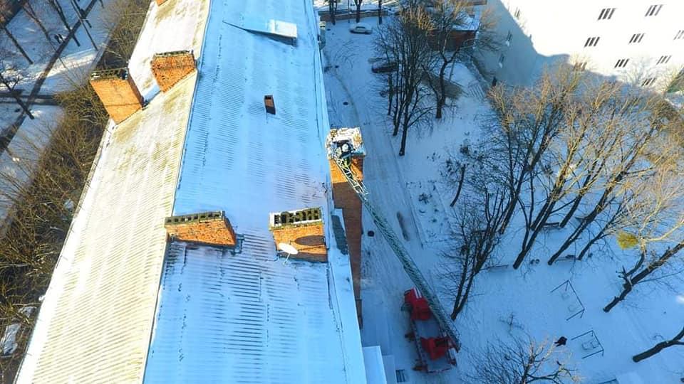 В одному з будинків Рівного знесли аварійний димохід