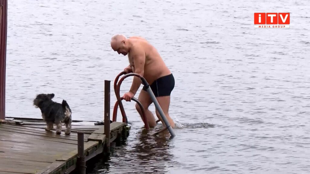 У студеній воді зустріли ранок нового року рівняни