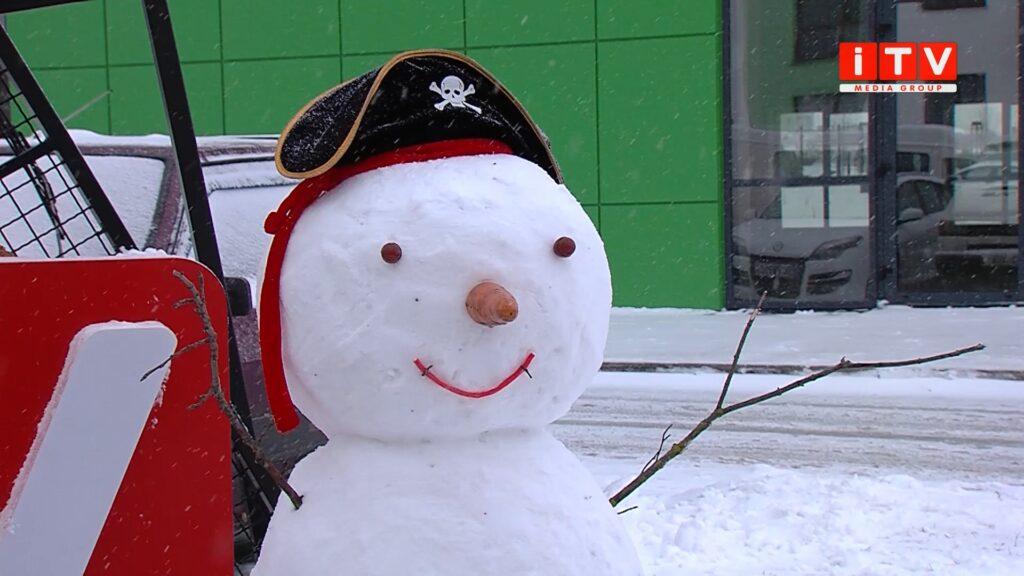 Зліпити найкреативнішого сніговика: на Рівненщині оголосили конкурс (ВІДЕО)