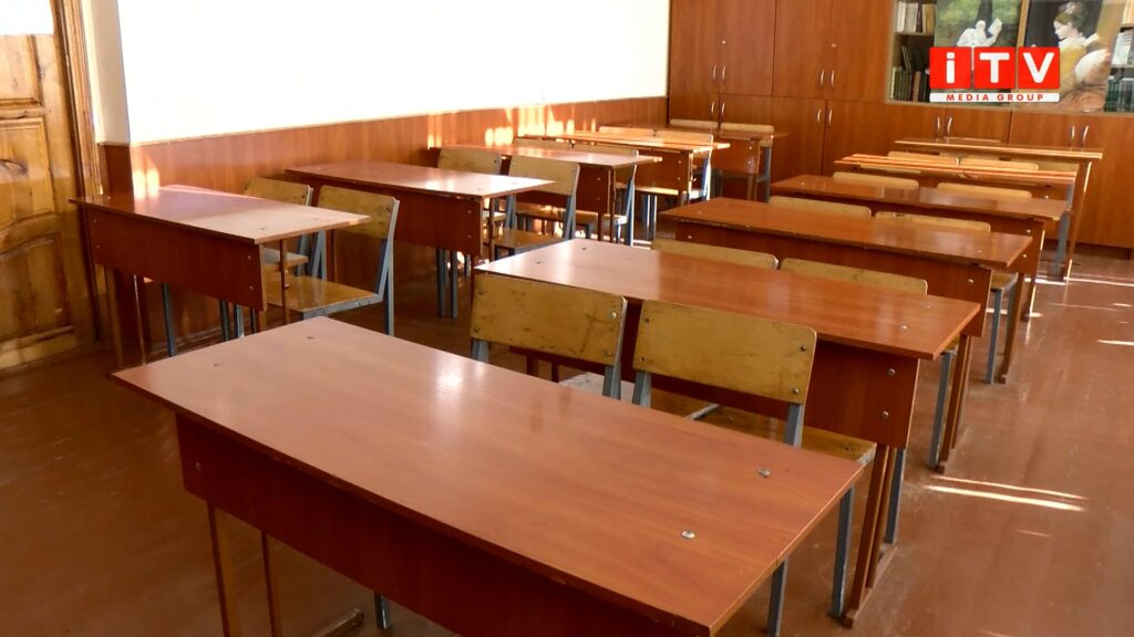 Дистанційка позаду: учні Рівного повертають за шкільні парти (ВІДЕО)