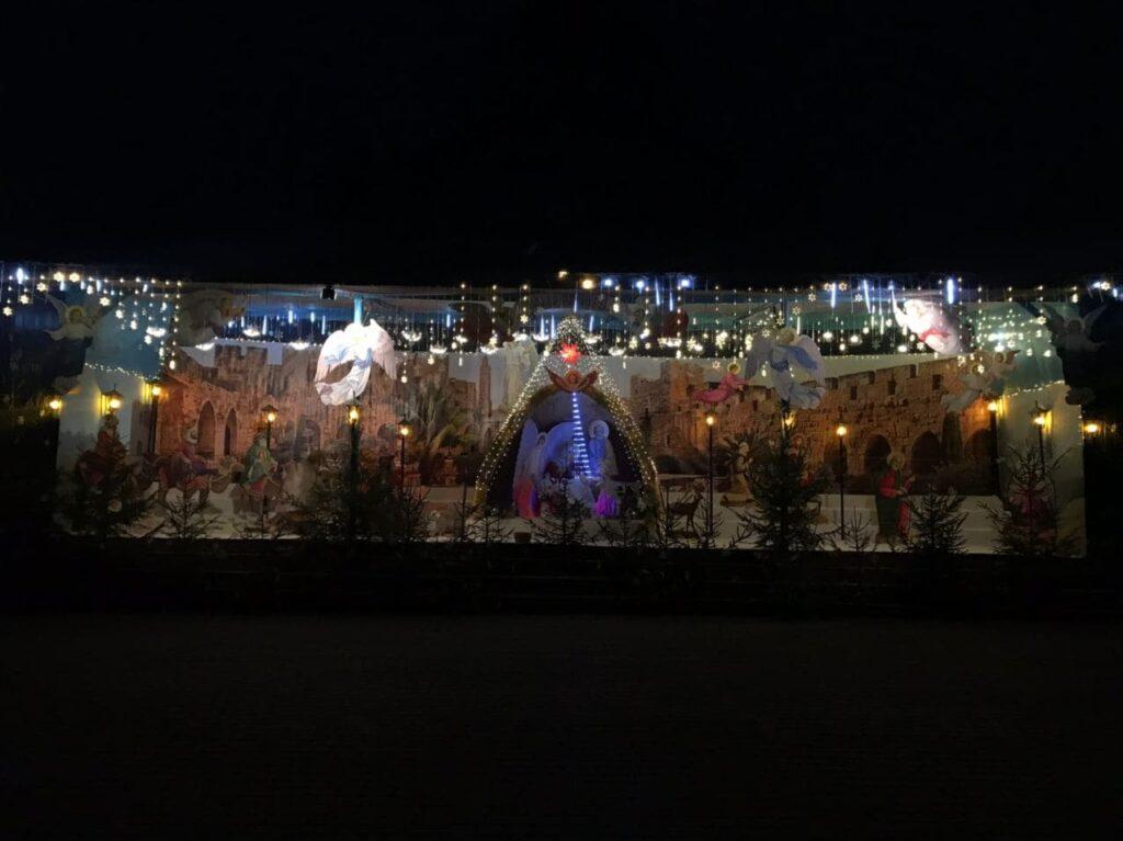 У монастирі біля Рівного встановили різдвяну інсталяцію (ФОТО)