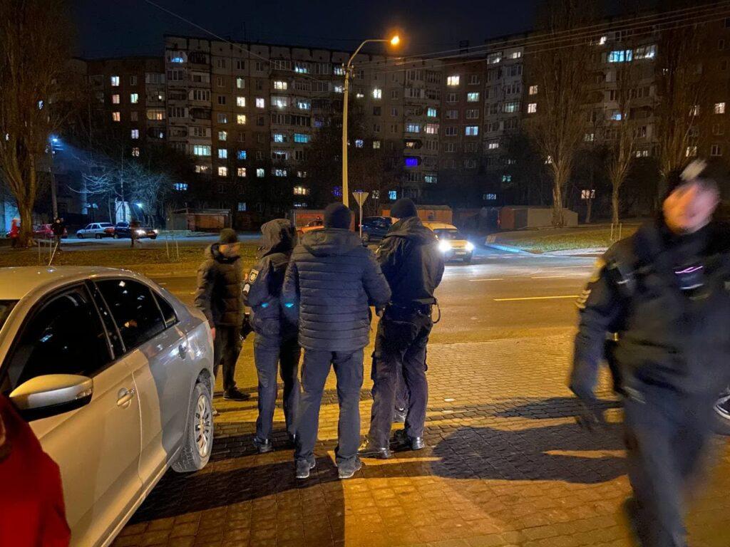 У Рівному сталася стрілянина: двох чоловіків ушпиталили