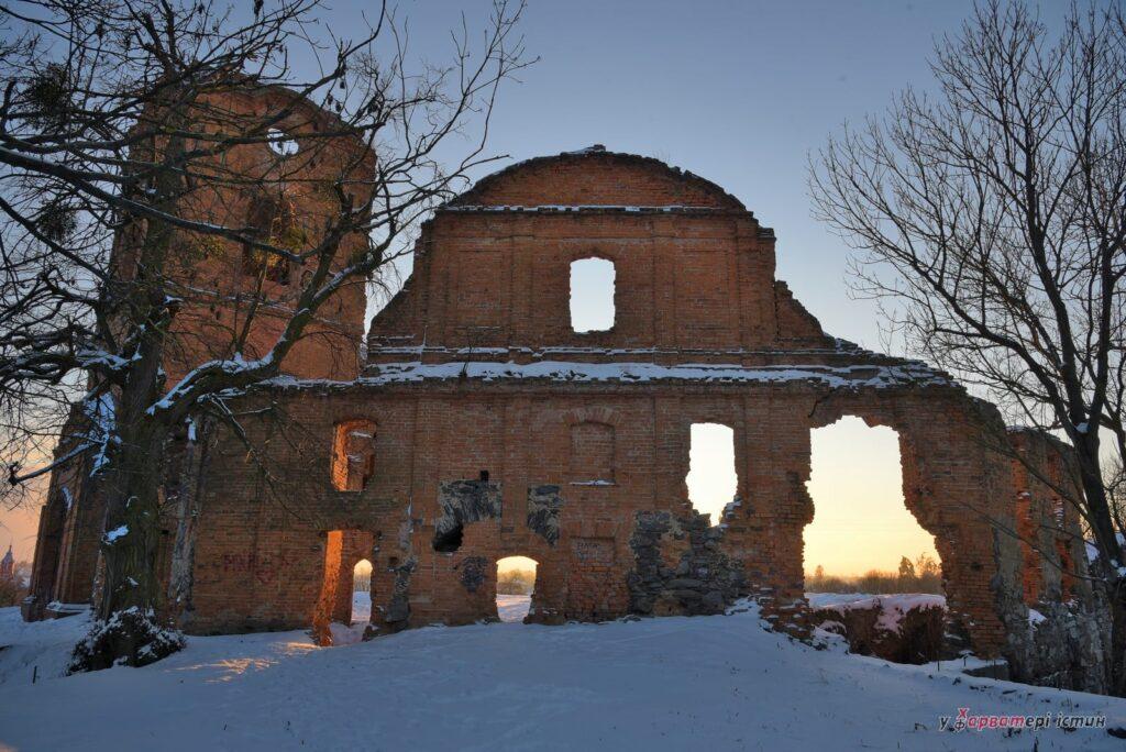 Прекрасні руїни: рівненський фотограф опублікував світлини замку на Рівненщині (ФОТО)