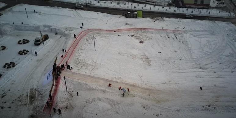 У Рівному зробили велику снігову гірку (ВІДЕО)
