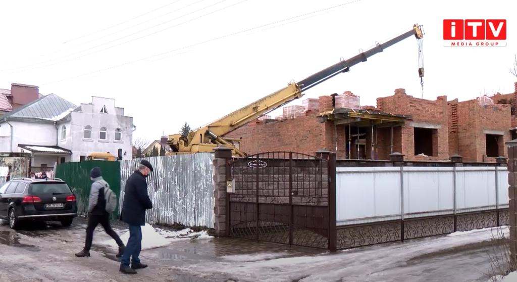 Дачна, 44 та Корольова, 15в: виїзна комісія оглянула будівництва, на які скаржилися мешканці (ВІДЕО)