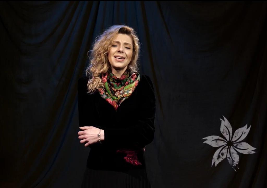 Артистка Рівненського драмтеатру заспівала колядку Лесі Українки (ВІДЕО)