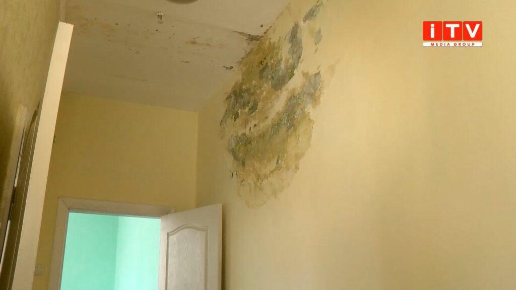 Грибок та тріщини на стінах – як «живе» Квасилівська амбулаторія? (ВІДЕО)
