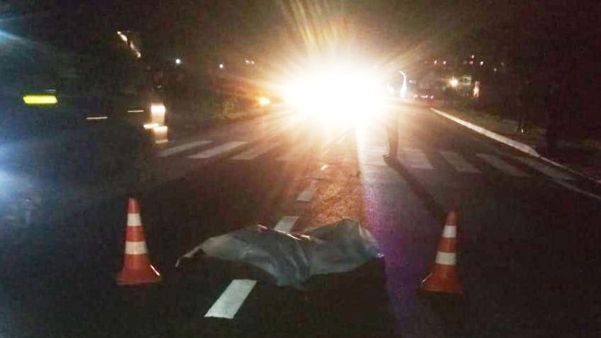 Загинули двоє пасажирів: на Рівненщині авто в'їхало в огорожу санаторію