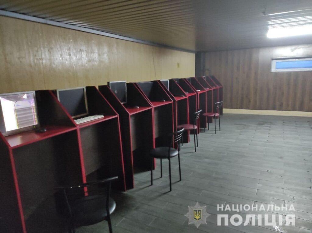 Незаконний бізнес: на Рівненщині поліцейські вилучили гральне обладнання