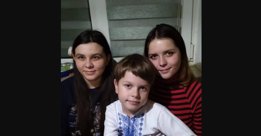 Рідкісне захворювання у тата і доньки та хворий син: родина з Рівного потребує допомоги
