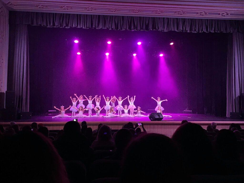 """У Рівному провели концерт студії сучасного танцю """"You art dance"""" (ФОТО)"""