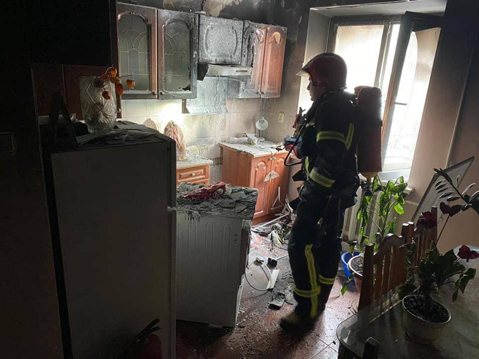 Пожежа на кухні: у Рівному врятували жінку