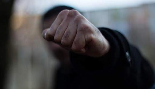 На Рівненщині колишній поліцейський побив працівницю кафе
