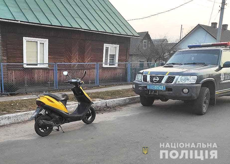 На Рівненщині чоловік в балаклаві намагався викрасти скутер