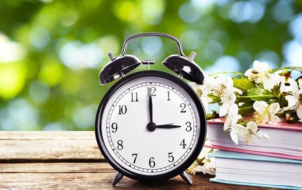 В Україні переводять годинники на літній час