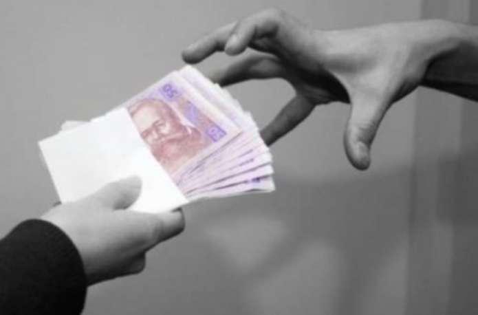 На Рівненщині шукаю шахраїв, які обдурили пенсіонерів на понад 40 тисяч гривень