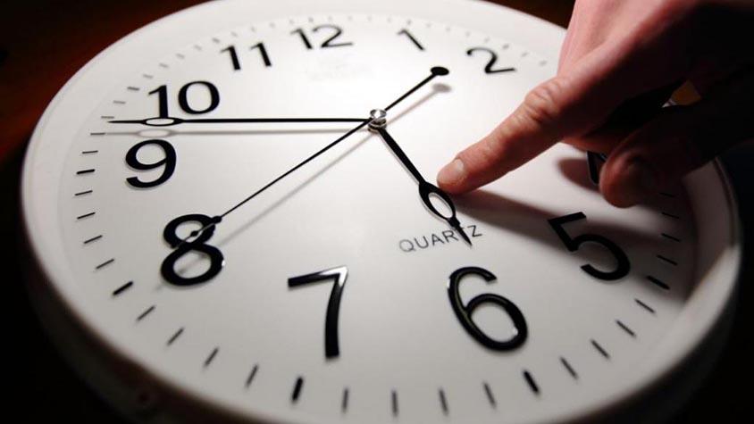 Україна знову перейде на літній час: коли переводити годинники