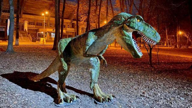 Ричать і рухаються: у Рівному покажуть динозаврів з Льодовикового періоду