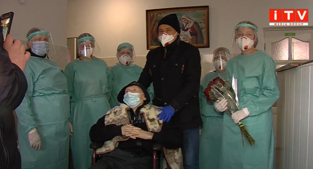 На Рівненщині виписали 100-річного пацієнта, який поборов коронавірус (ВІДЕО)