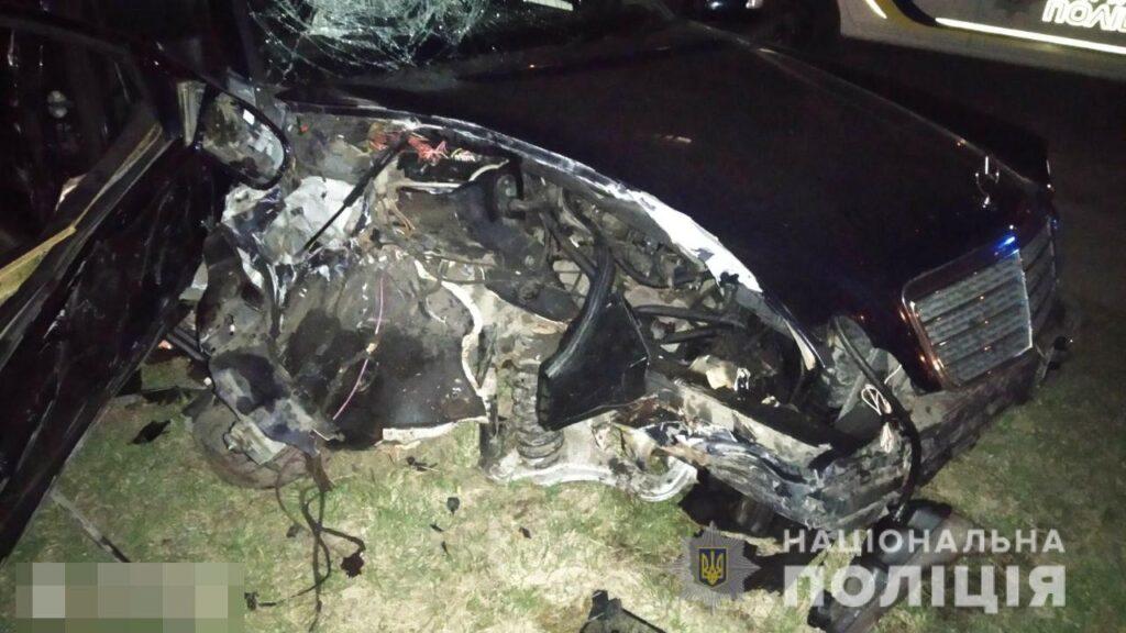 П'яний водій у Рівному наїхав на стовп: пасажир у лікарні (ФОТО)