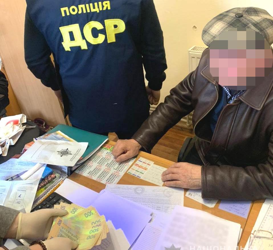 Директора одного із комунальних підприємств Рівненщини затримали на отриманні хабара