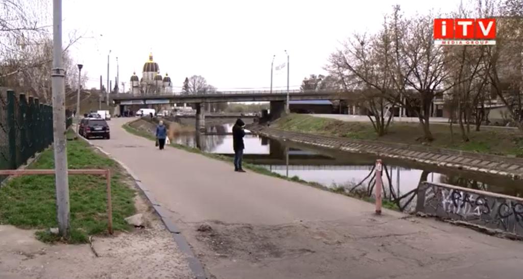 Водії у Рівному самостійно відкрили нову дорогу (ВІДЕО)