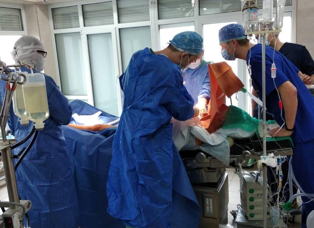 У Рівному провели операцію на працюючому серці (ФОТО)