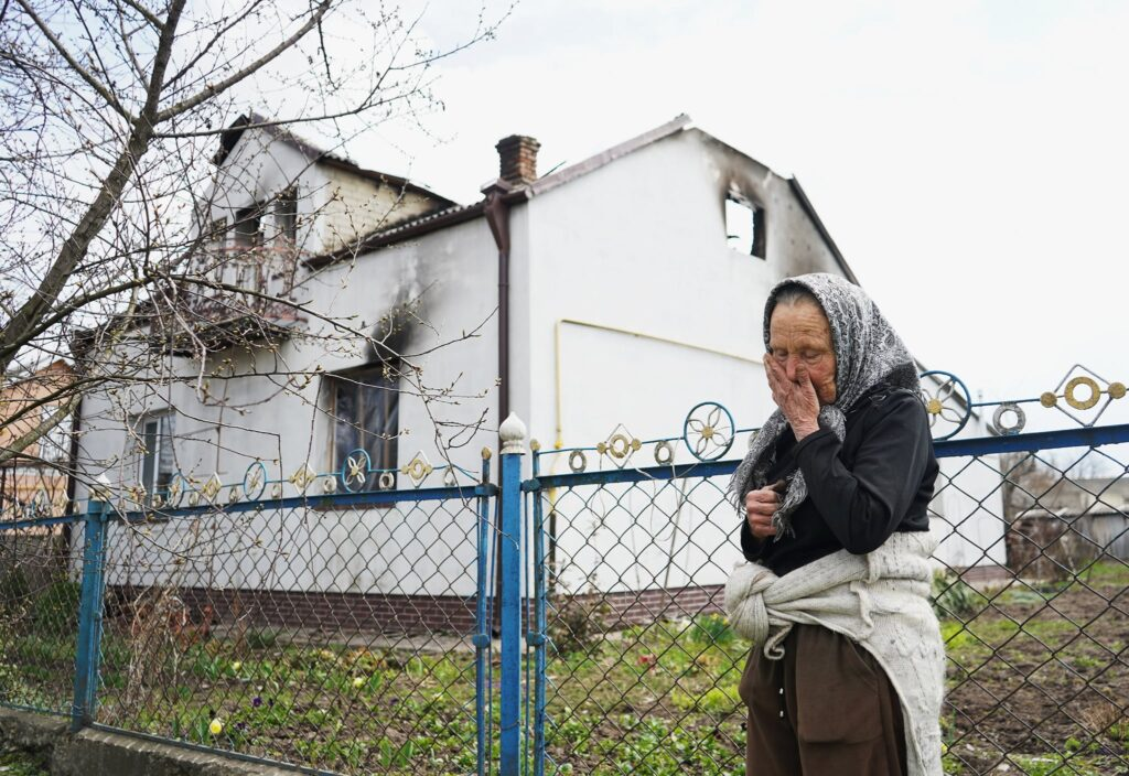 На Рівненщині пенсіонерка, якій сусід підпалив будинок, потребує допомоги
