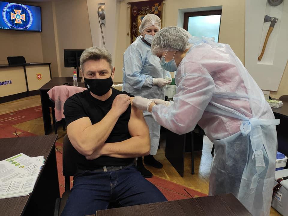 Рятувальників Рівненщини вакцинують від COVID-19 (ФОТО)