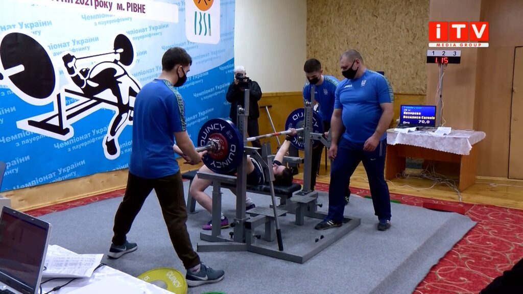 У Рівному триває Чемпіонат України з жиму лежачи та пауерліфтингу (ВІДЕО)