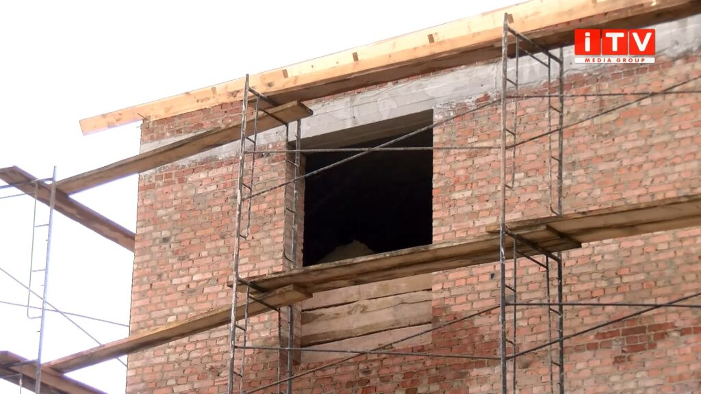 Самочинні будівництва в Рівному: залишити не можна знести? (ВІДЕО)