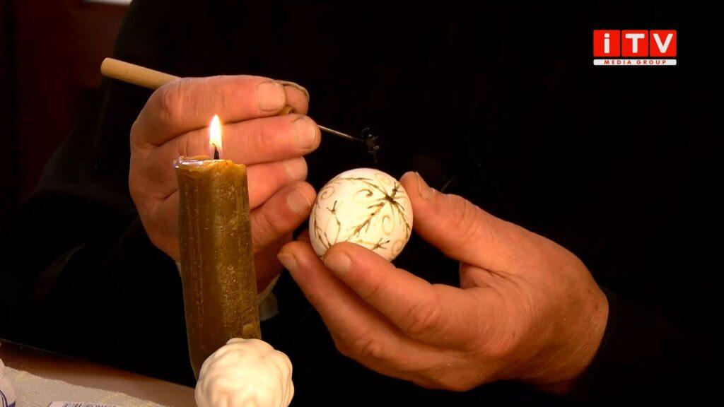 Як перетворити звичайне куряче яйце у витвір мистецтва? (ВІДЕО)