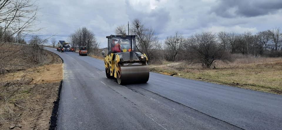 На Рівненщині завершують ремонт дороги Рівне – Хотин