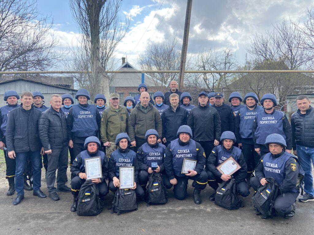 Рівненські рятувальники, які працюють на Сході, отримали відзнаки