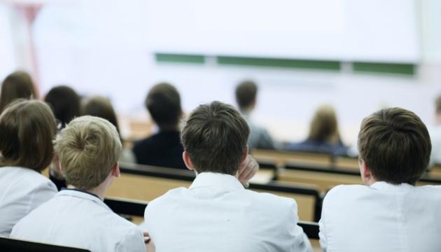 Студенти Рівненщини знову вчитимуться офлайн