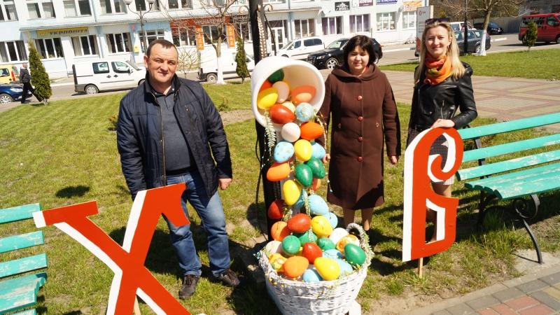 Майдан у Радивилові прикрасили до Великодня (ФОТО, ВІДЕО)