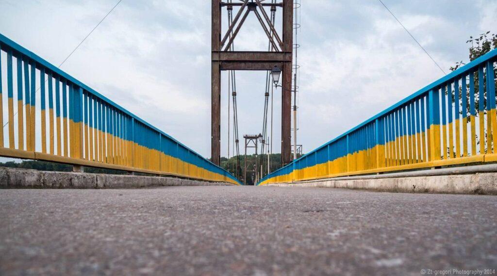 У Рівному чоловік хотів зістрибнути з мосту (ВІДЕО)